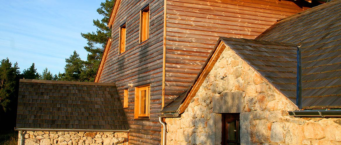 Ossature bois et ancienne bergerie calcaire, Causse Méjean 03