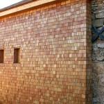 Ossature bois, murs et toiture en bardeaux mélèze, Hures 02